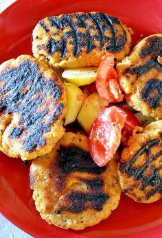 Η διαφορά στα συγκεκριμένα μπιφτέκια είναι η καπνιστή πάπρικα! Κοινώς καπνιστό κόκκινο γλυκό πιπέρι. Τους Cookies, Desserts, Food, Crack Crackers, Tailgate Desserts, Deserts, Biscuits, Cookie Recipes, Meals