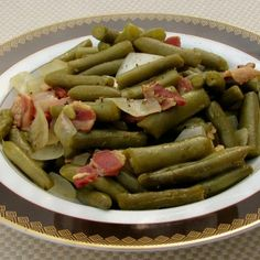 This Copycat Texas Roadhouse Green Beans is a great recipe. It& just like the real Texas Roadhouse green beans. Basically it& a southern style green beans with bacon recipe! A really delicious dish! Bacon Recipes, Copycat Recipes, Cooking Recipes, Healthy Recipes, Yummy Recipes, Cooking Ideas, Cooking Time, Seafood Recipes, Salad Recipes