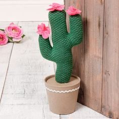 Flowering Cactus Fabric Door Stop - door stops Crochet Projects, Sewing Projects, Projects To Try, Diy Doorstop, Fabric Door Stop, Cactus Fabric, Knit Slippers Free Pattern, Cactus Craft, Make A Door