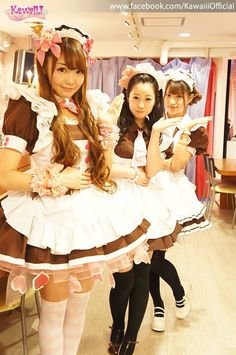 Three pretty Japanese young women in maid costumes, possibly in the shop where they work. Maid Outfit, Maid Dress, Maid Cosplay, Cosplay Girls, French Maid Uniform, Cute Costumes, Maid Costumes, Japan Girl, Portraits