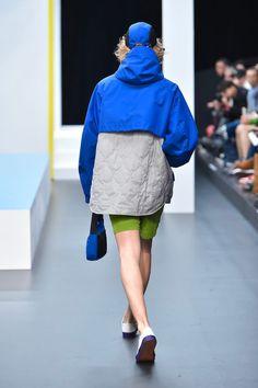 Outdoor Wear, High Fashion, Womens Fashion, Apparel Design, Sport Girl, Workwear, Fashion Details, Parka, Activewear