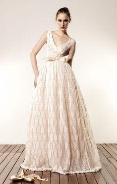 """La colección de Anaessia """"Made with Love"""" (Hecho con Amor) es sencillamente espectacular. Una colección de vestidos para novias diferente y original."""