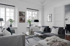 4:a Vasastaden, 106 kvm, Aschebergsgatan 31 - Lundin Fastighetsbyrå Villa, Couch, Black And White, Living Room, Space, Furniture, Home Decor, Black White, Floor Space
