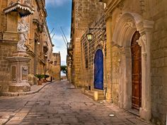 Mdina is also known as the Silent City – no cars are allowed except for the cars of the 250 or so residents; the beautiful narrow streets are void of noice and chaos making this a relaxing environment to walk in. I love exploring these streets, they are filled with character and surprises—especially earlier during the morning before the tourists arrive!