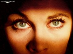 Vivien Leigh's close up of her eyes while waiting nervously for the men to return is brilliant!