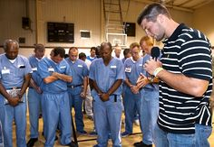 Tebow prays with inmates at Lawtey Correctional Institution. Tebow and former NFL head coach Tony Dungy often share their faith in America's prisons. Tim Tebow Girlfriend, Sports Illustrated Kids, Tony Dungy, Prison Life, Ugly To Pretty, Dear Future Husband, Men Looks, Beautiful Boys, Prayers