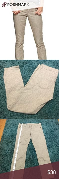 Always Skinny 29r Chetah Print Gap Skinny Jeans FEATURES  Always Skinny Gap Jeans • Sz 29r • Color: Cream  • Functional Pockets  • Mint Condition   Please feel free to ask any question or make an offer. Thanks. 😊 GAP Jeans Skinny
