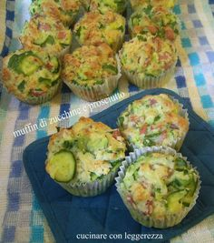 Muffin di zucchine e prosciutto Finger Food Appetizers, Appetizers For Party, Finger Foods, Antipasto, Veggie Recipes, Cooking Recipes, Pan Relleno, Baking Muffins, Food Humor