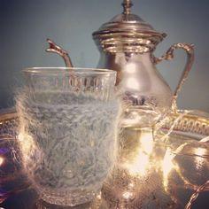 La Cocoon tasse à thé, tasse à café, et son petit tricot. Cadeau parfait pour l'automne et l'hiver! #cozy #autumn #tea #winter #cupoftea #coffeeglass #cotedouceur