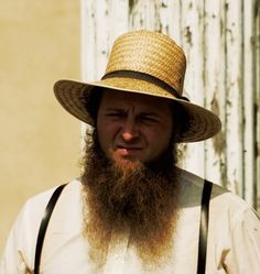 Perhaps its most distinguishing feature is the beard, yet we notice a distinct lack of facial hair above the upper lip. Here we discuss the Amish beard. Amish Beard, Amish Men, Moustache, Best Beard Styles, Workouts For Teens, Soccer Workouts, Best Weight Loss Foods, Best Mens Fashion, Larissa Reis
