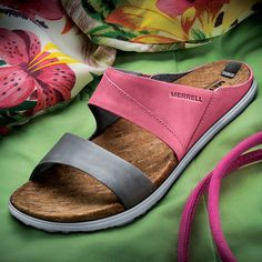 Enjoy the Natural, Cushioned Comfort of Cork with Every Step You Take in Merrell Fauna Slides! Leather Sandals, Shoes Sandals, Flat Sandals, Comfortable Shoes, Casual Shoes, Footwear, Slip On, Mens Fashion, Fashion Trends