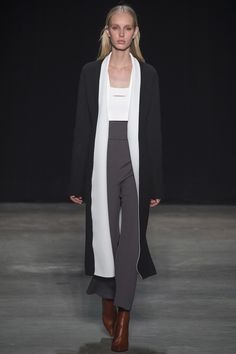 Narciso Rodriguez Fall 2017 Ready-to-Wear Fashion Show - Jessie Bloemendaal Fashion Week, Runway Fashion, High Fashion, Fashion Looks, Women's Fashion, Casual Street Style, Fashion Show Collection, Womens Fashion For Work, Feminine Style