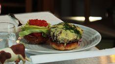 Hellstrøms hamburger Hamburger, Good Food, Dining, Eat, Healthy, Ethnic Recipes, Dinner, Meal, Hamburgers