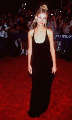 Young Gwyneth Paltrow wearing a minimalist all black ...