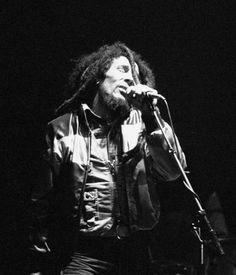 BOB MARLEY performing, '80...