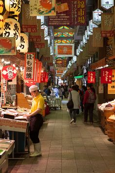 Nishiki food market, Kyoto - loved it here, had my octopus on a stick from one of these little stalls =D Japan Travel Honeymoon Backpack Backpacking Vacation Asia Go To Japan, Visit Japan, Japan Trip, Okinawa Japan, Japan Today, Japanese Culture, Japanese Food, Japanese Geisha, Japanese Kimono