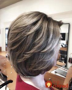 Full Highlights Plus Gray Blending Hair Color Tutorial Medium Layered Haircuts, Medium Bob Hairstyles, Short Hair Cuts For Women, Short Hair Styles, Haircut Trends 2017, Grey Blonde Hair, Covering Gray Hair, Shoulder Hair, Haircut For Thick Hair