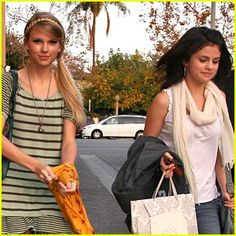 Taylor Swift Photos - Taylor Swift and Selena Gomez grab a late lunch together at Mozza restaurant on Melrose Avenue with a bodyguard. Selena carries a gift bag out with her and later gets dropped off. - Taylor Swift and Selena Gomez at Mozza Restaurant Taylor Swift Gallery, Taylor Swift Web, Taylor Swift Pictures, Taylor Alison Swift, Selena And Taylor, Selena Gomez Photos, Swift Photo, Peyton List, Celebs