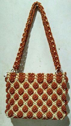 Macrame Purse, Macrame Knots, Macrame Patterns, Crochet Patterns, Macrame Chairs, Diy Purse, Crochet Shoes, Crochet Handbags, Handmade Bags