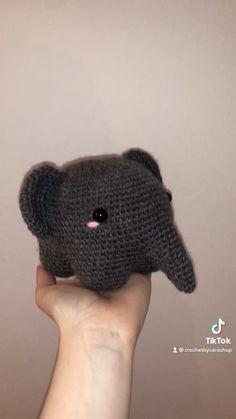 Crochet Animal Patterns, Crochet Patterns Amigurumi, Crochet Dolls, Crochet Stitches, Knitting Patterns, Kawaii Crochet, Cute Crochet, Crochet Crafts, Yarn Crafts