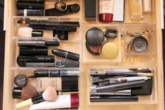 Make-up organisation in drawer. A to do for next weekend! Makeup Organization, Storage Organization, Storage Ideas, Organizing Drawers, Diy Organisation, Drawer Storage, Table Storage, Storage Compartments, Organizing Ideas