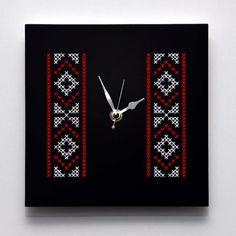Gin, Cross Stitch, Wall Decor, Traditional, Embroidery, Clock Wall, Interior, Clocks, Beautiful