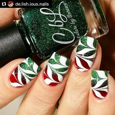 CbL Christmas watermarble using Devilish (Winter 2015 Jellies Crellies) and Tree Of Lights (Winter 2015 collection). Then did a watermarble over it using In The Name Of Polish Klearly Marbles and Sally Hansen White On. Nail art by @delishiousnails.