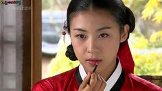 Hwang Jini (Hangul: 황진이; hanja: 黃眞伊) is a Korean drama broadcast on KBS2 in 2006. The series was based on the tumultuous life of Hwang Jini, who lived in 16th-century Joseon and became the most famous gisaeng in Korean history. Lead actress Ha Ji-won won the Grand Prize (Daesang) at the 2006 KBS Drama Awards for her performance. Modern Hanbok, Kbs Drama, Ha Ji Won, Korean Dress, Hyun Bin, Korean Traditional, Drama Movies, Story Inspiration, Actresses