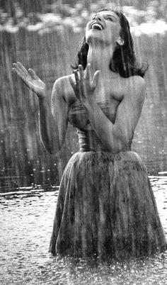 Rain on me. I love this sweet rain (Pier Angeli, I Love Rain, No Rain, Rain Storm, Walking In The Rain, Singing In The Rain, Foto Picture, Mode Glamour, When It Rains, Getting Wet
