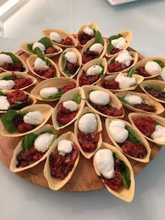 Appetizer Buffet Appetizer Recipes Reception Food No Salt Recipes Food Humor Food Presentation Parties Food Antipasto Appetisers Party Snacks, Keto Snacks, Low Cal, Fingerfood Party, Reception Food, Food Platters, Football Food, Appetisers, Food Presentation