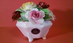 ROYAL DOULTON ROSES BOUQUET FLOWER FOOTED VASE PORCELAIN ENGLAND BONE CHINA DECO