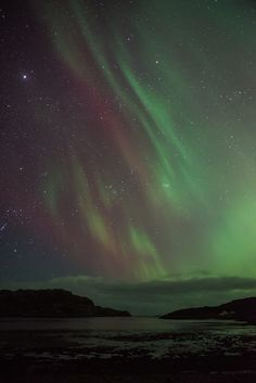 <b>The Aurora Borealis lit up the UK last night, and it was beautiful.</b>