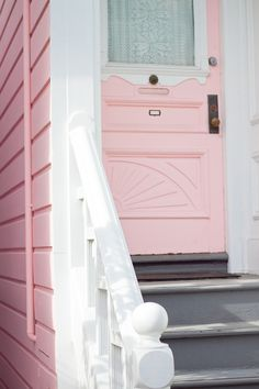 Quand San Francisco…For my future beach house Rose Cottage, Cottage Style, White Cottage, Deco Pastel, Pastel Pink, Deco Rose, I Believe In Pink, Pink Houses, Pink Summer