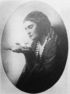 Cathleen Nesbitt, the unrequited love of poet Rupert Burke