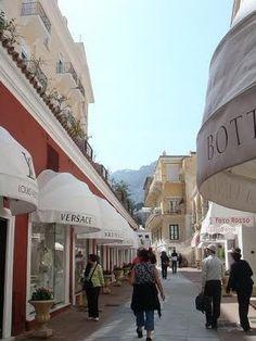 Amalfi Capri Shopping area Via http://splenderosa.blogspot.ca Isle Of Capri, Honeymoon Destinations, Amalfi Coast, Bella Italia, Oh The Places You'll Go, Dream Vacations, Most Beautiful, Beautiful Places, Capri
