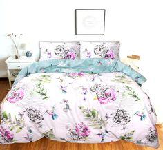 Wit dekbedovertrek met prachtig felgekleurde bloemen. Door het hoge contrast met de witte achtergrond springen de kleuren van de bloemen er echt uit!  Wit Dekbedovertrek Flowers And Birds Bloemen dekbedovertrek met afbeeldingen van diverse mooie bloemen, varens en leuke vogels! Dit katoenen dekbedovertrek brengt sfeer en kleur naar iedere slaapkamer! Comforters, Blanket, Creature Comforts, Quilts, Blankets, Cover, Bed Covers