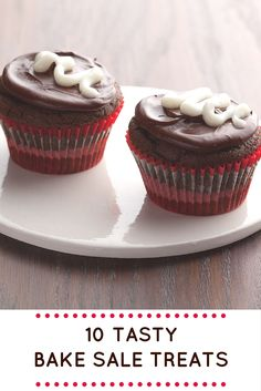 Dress up back-to-school desserts with iconic swirls, candy rainbows, animals and more >> http://www.ulive.com/playlist/bake-sale-treats