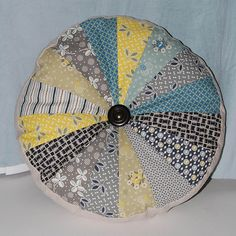 Great tutorial on this round pillow, with a good description on how to get the points to match up.