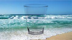 Beber agua de mar… quizás te suena extraño pero, ¿por qué no? Después de todo, en el mar surgió la vida, al menos según las teorías evolucionistas.