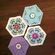 Transcendent Crochet a Solid Granny Square Ideas. Inconceivable Crochet a Solid Granny Square Ideas. Crochet Blocks, Crochet Squares, Crochet Blanket Patterns, Knitting Patterns, Granny Squares, Crochet Blankets, Love Crochet, Crochet Crafts, Crochet Yarn