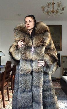 Sable Fur Coat, Long Fur Coat, Fur Fashion, Womens Fashion, Fox Coat, African Lace Dresses, Fabulous Furs, Sheepskin Coat, Oversized Coat