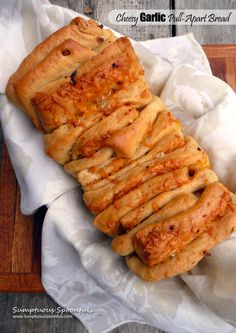Cheesy Garlic Pull-Apart Bread