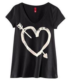 Black V-neck Arrow Of Love Printed Short Sleeve T-shirt pictures