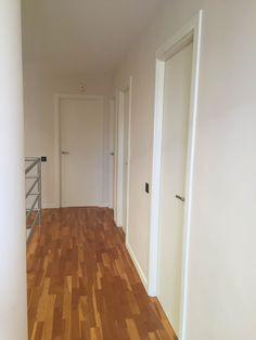 pintar las puertas de casa Chalk Paint, Tall Cabinet Storage, New Homes, Doors, Mirror, House, Inspiration, Furniture, Home Decor