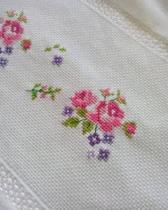 Hayırlı cumalar   çıtı pıtı bir havlu daha geliyor  ☺ #cuma #dua #umut #güzellik #tasarım #kanaviçe #çarpıişi #gül #havlusüsleme… Embroidery Applique, Cross Stitch Embroidery, Cross Stitch Patterns, Cross Stitch Bird, Cross Stitch Flowers, Needlepoint, Diy And Crafts, Bargello, Handmade