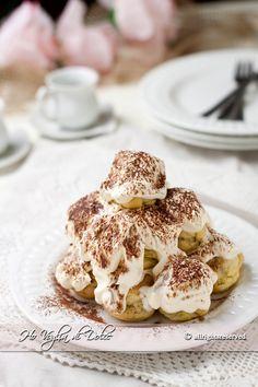 Profiteroles tiramisù una ricetta di Luca Montersino per un dessert davvero speciale e goloso. Per tutti gli amanti di un tiramisù diverso, un dessert fresco e goloso
