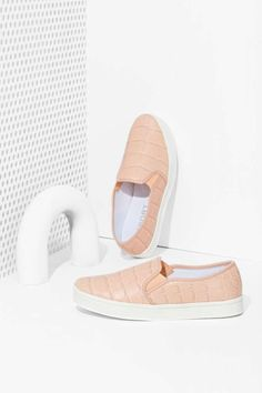 Report Keelin Slip-On Sneaker - Blush  b23e2de41