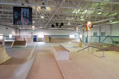 Risultati immagini per indoor skateboard park Kingston City, Aggressive Skates, Interior Walls, Interior Design, Wall Finishes, Sustainable Development, Skate Park, Building Design, Backyard