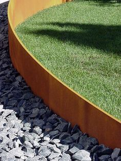 corten steel edge - sunny side of front yard to add mass to balance maple tree on other side of yard Steel Garden Edging, Steel Edging, Lawn Edging, Garden Borders, Landscape Architecture, Landscape Design, Garden Design, Circular Lawn, Weathering Steel