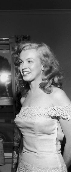 Iconic image of the Hollywood actress and sex symbol Marilyn Monroe …. Marylin Monroe, Marilyn Monroe Fotos, Marilyn Monroe Style, Marilyn Monroe Movies, Old Hollywood, Hollywood Glamour, Classic Hollywood, Divas, Photos Rares